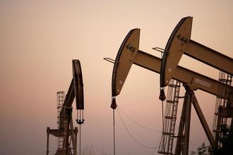 Базовым сценарием экономического развития выбран консервативный прогноз, оставляющий нас теми, кто мы есть: неэффективной экономикой обмена сырья на бусы, полностью зависящей от внешнего спроса на нефть и газ