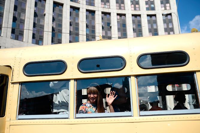 Зис-154 на параде ретроавтобусов в Москве