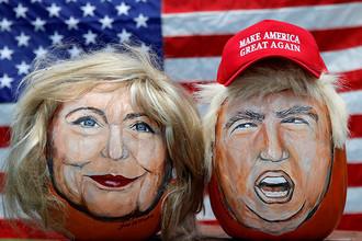 Портреты кандидатов в президенты США Хиллари Клинтон и Дональда Трампа, созданные художником Джоном Кеттменом на тыквах