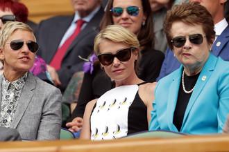 Телеведущая Эллен Дедженерес с женой, актрисой Поршей де Росси и легендарная теннисистка Билли Джин Кинг