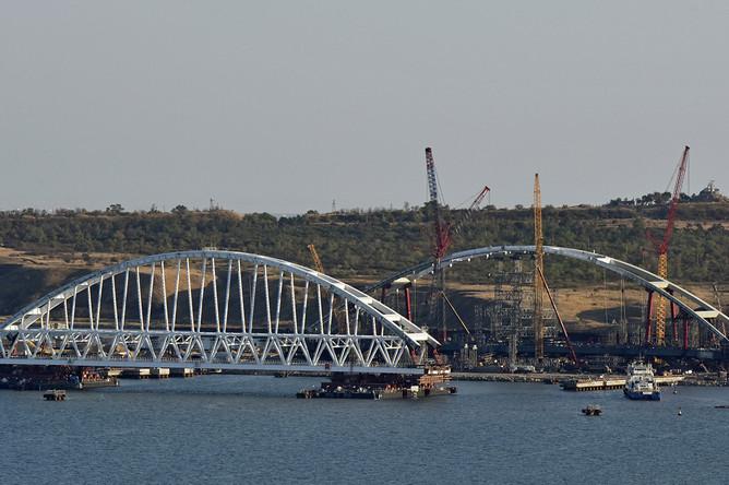Железнодорожная арка моста через Керченский пролив