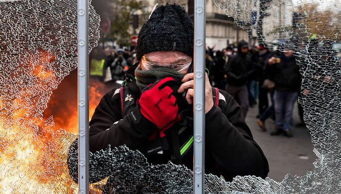 Париж в огне: «желтые жилеты» празднуют годовщину