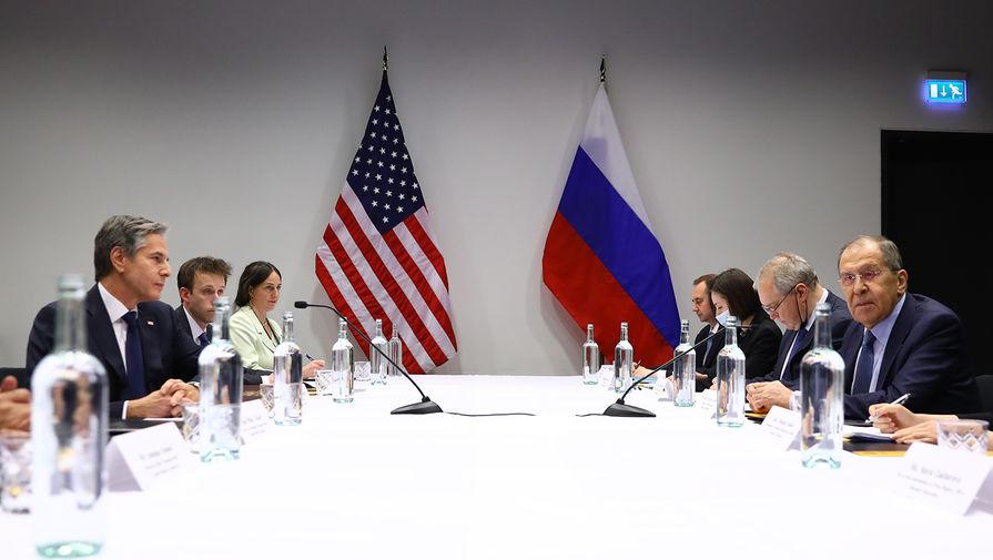 Министр иностранных дел РФ Сергей Лавров и государственный секретарь США Энтони Блинкен во время встречи на полях Арктического совета в Рейкьявике, 20 мая 2021 года
