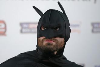 Тайсон Фьюри в образе Бэтмена