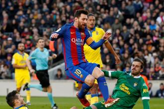 Лионель Месси забил в ворота 35-го соперника по Примере («Лас-Пальмасу») и сравнился по этому показателю с рекордсменом Раулем