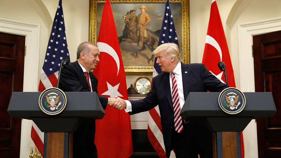 """Эрдоган: США нанесли Турции """"удар в спину"""""""