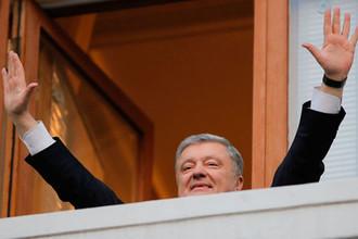 «Рейс вылетел из Дубая»: Порошенко вернулся на Украину