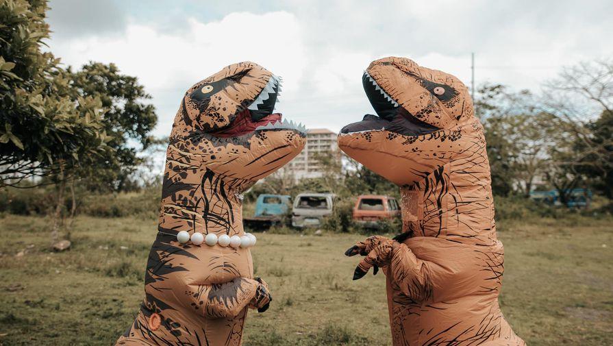 Фотосессия молодоженов-динозавров покорила соцсети