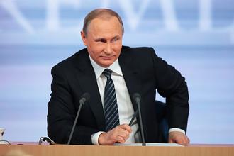 Владимир Путин во время итоговой пресс-конференции