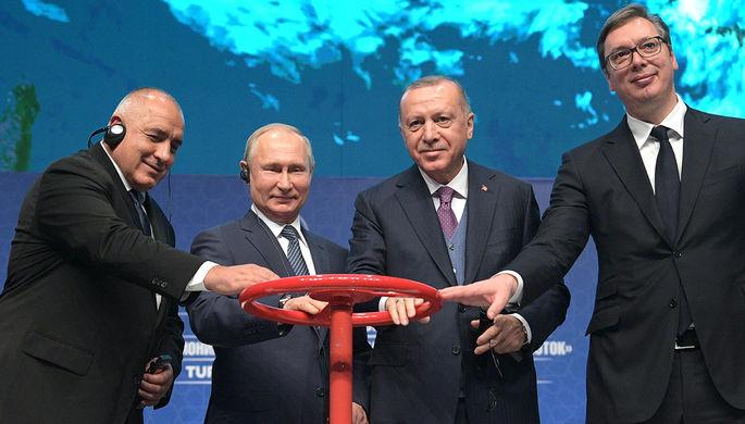 Президент Сербии Александр Вучич, президент Турции Реджеп Тайип Эрдоган, президент России Владимир Путин и премьер-министр Болгарии Бойко Борисов (справа налево) во время церемонии официального открытия газопровода «Турецкий поток» в Стамбуле, 8 января 2020 года