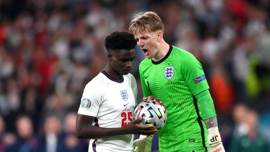 Игрок сборной Англии обратился к фанатам после травли в соцсетях