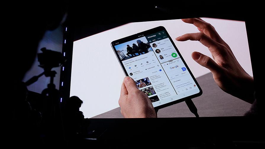 Samsung представила складной смартфон по