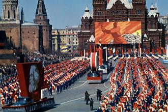 Советские праздники не сдают позиций