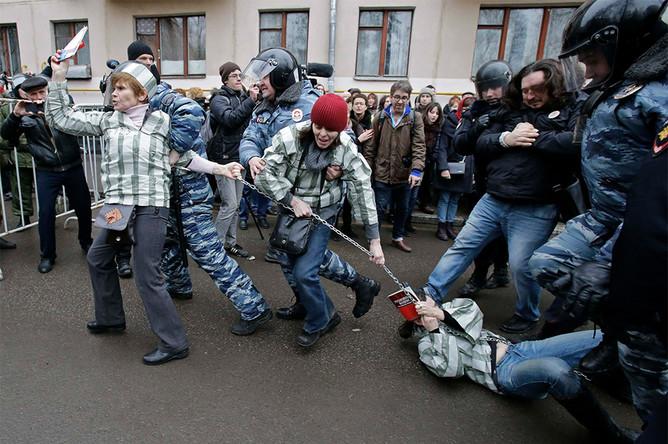 Задержания у Замоскворецкого суда во время оглашения приговора фигурантам «болотного дела»