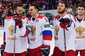 Игроки сборной России по хоккею Михаил Григоренко, Алексей Марченко и Иван Телегин