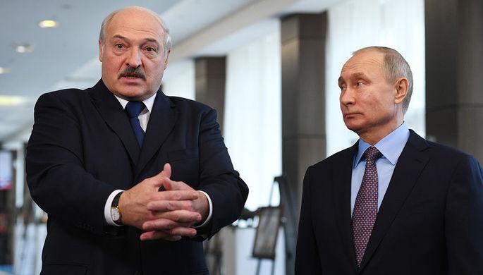 Президент России Владимир Путин и президент Белоруссии Александр Лукашенко во время общения с журналистами в Сочи, 15 февраля 2019 года