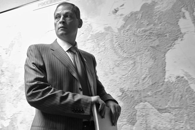 Первый зампред комитета ГД по аграрным вопросам Айрат Хайруллин перед заседанием комиссии по контролю за достоверностью сведений о доходах и имуществе депутатов, 2012 год
