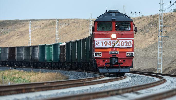 Грузовой состав на подъезде к Крымскому мосту, 30 июня 2020 года