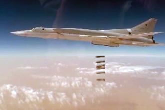 3 ноября 2017. Самолет Ту-22М3 во время взлета перед операцией по нанесению ракетно-авиационного удара по объектам террористической группировки «Исламское государство» (запрещенная в РФ организация). Удар был нанесен в районе населенного пункта Абу Кемаль (провинция Дейр-эз-Зор), скриншот видео