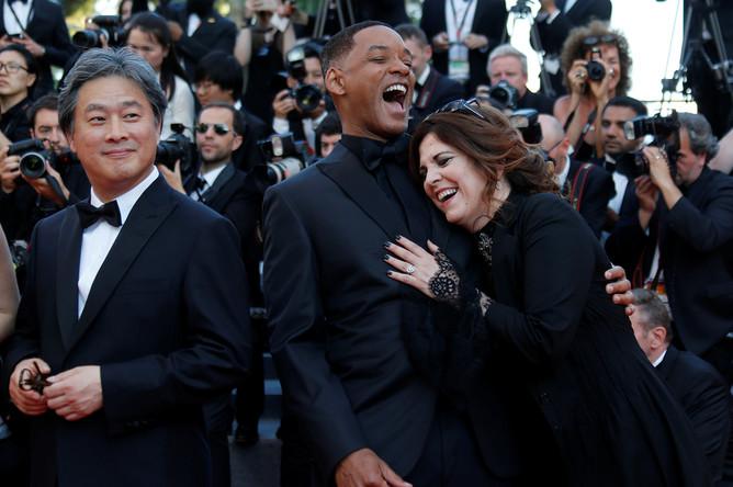 Красная ковровая дорожка церемонии закрытия 70-го Каннского кинофестиваля. Члены жюри: Уилл Смит, Аньес Жауи и Пак Чан-вук