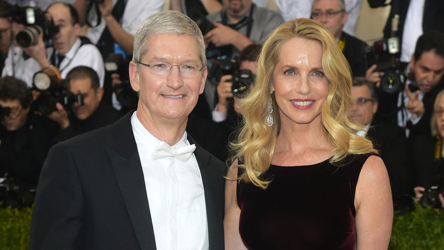 Глава Apple Тим Кук и жена Стива Джобса Лорен Пауэлл