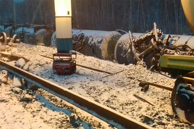 Под Омском грузовой поезд сошел с рельс, 1 декабря 2018 года