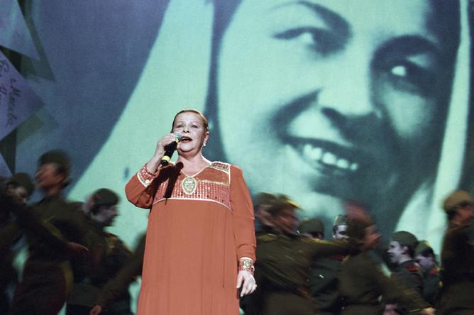 Александра Стрельченко на концерте в Москве, 2003 год