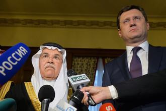 Министр энергетики РФ Александр Новак (справа) и глава министерства нефти Саудовской Аравии Али аль-Наими