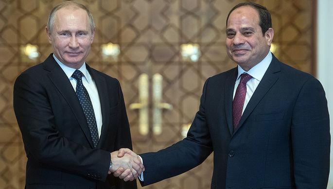 Президент РФ Владимир Путин и президент Арабской Республики Египет Абдель Факттах ас-Сиси во время...