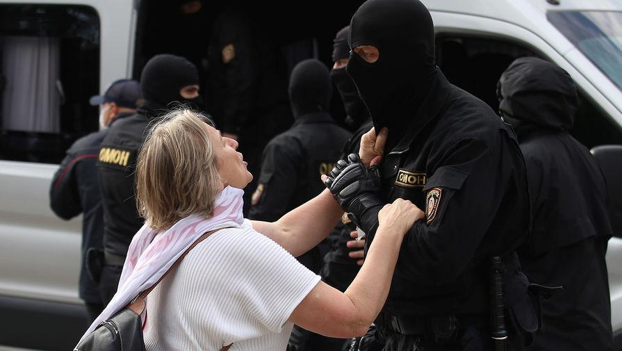 Сотрудники силовых структур Белоруссии во время студенческой акции протеста в Минске, 1 сентября 2020 года