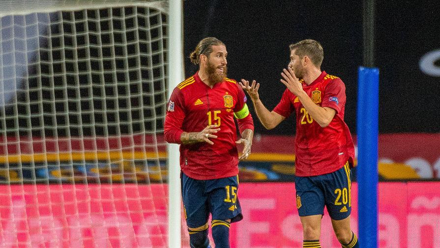 Футболисты сборной Испании Серхио Рамос и Серхи Роберто