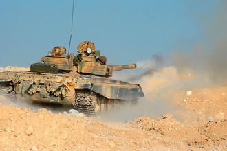 Танк Т-72 отряда ополчения в горах в 10 км от Пальмиры