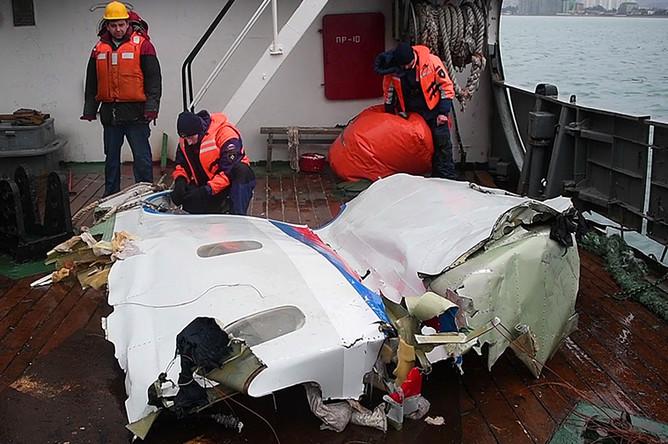 Работы по подъему обломков самолета Ту-154 Минобороны России, потерпевшего крушение после вылета из Сочи, 29 декабря 2016 года. Стоп-кадр с видеозаписи