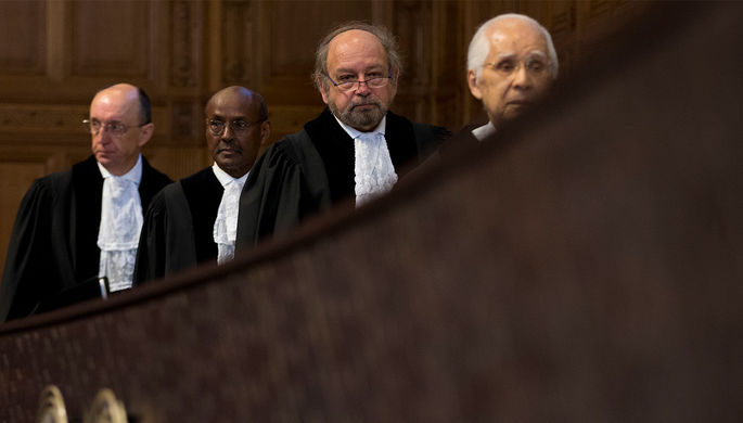 Председательствующий судья в Международном суде в Гааге перед рассмотрением исков Украины к России, 6 марта 2017 года