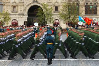 Военнослужащие во время военного парада на Красной площади, посвященного 72-й годовщине победы в Великой Отечественной войне