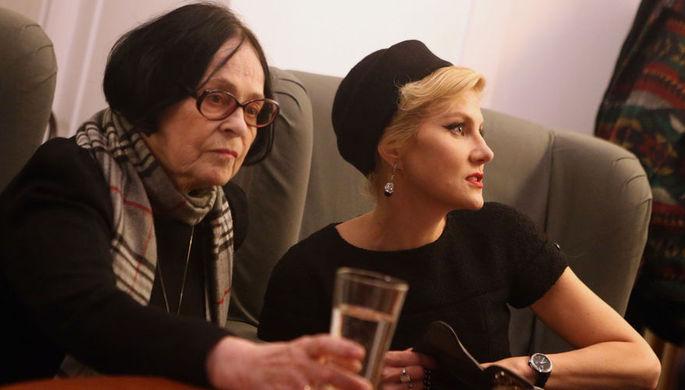 2013 год. Режиссер Кира Муратова и режиссер, актриса Рената Литвинова на премьере фильма К...