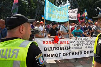 Столкновения митингующих с полицией у здания Рады Украины в Киеве, 19 июня 2018 года