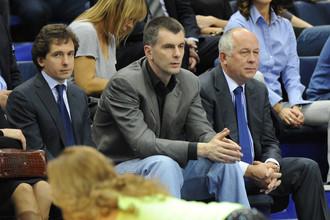 На баскетболе Михаил Прохоров сосредоточен только на игре