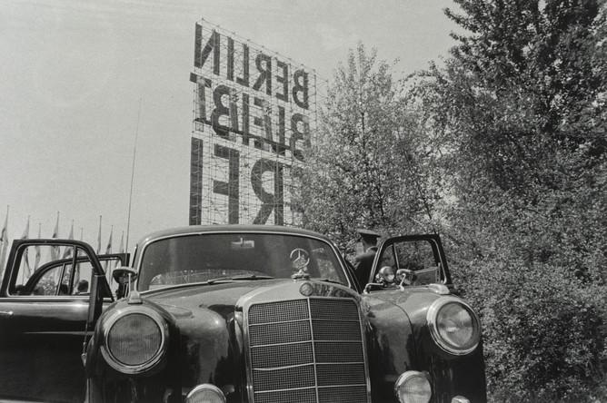 Арно ФишерЗападный Берлин, 1 мая, Тиргартен1959© Arno Fischer; Institut fьr Auslandsbeziehungen e. V. (ifa)