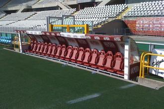 Вот так может выглядеть тренерская скамейка во втором тайме неудачно складывающегося матча