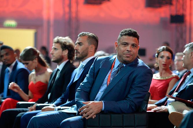 Двукратный чемпион мира бразилец Роналдо на церемонии жеребьевки отборочного турнира чемпионата мира по футболу – 2018 в Санкт-Петербурге