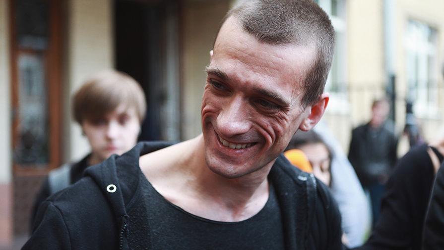Павленский назвал себя французом и отказался возвращаться в Россию