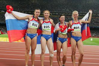 Российские легкоатлетки Юлия Чермошанская, Александра Федорива, Евгения Полякова, Юлия Гущина завоевали золото в женской эстафете 4 по 100 метров на Олимпийских играх, 2008 год