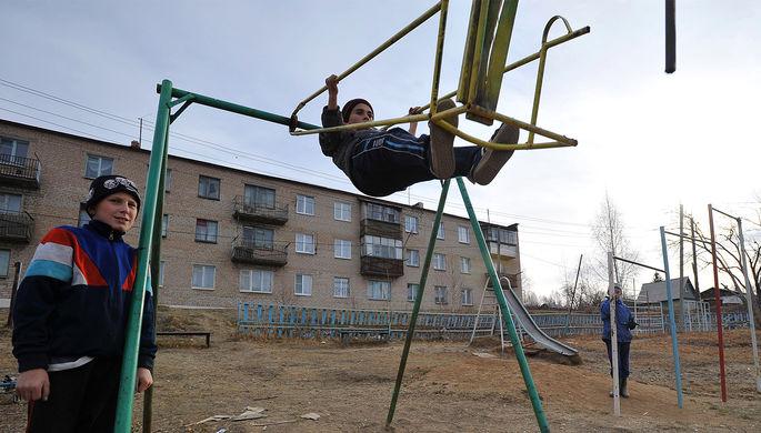 Детская площадка в городе Карабаш Челябинской области, 2010 год