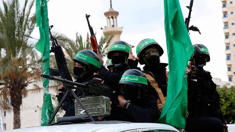 Боевики бригад «Изз ад-Дин аль-Кассам», боевого крыла ХАМАС, во время празднования 30-летия организации в Газе, 13 декабря 2017 года