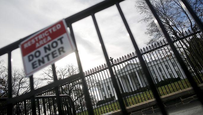 Неизвестная угроза: Белый дом закрыли из-за инцидента в воздухе