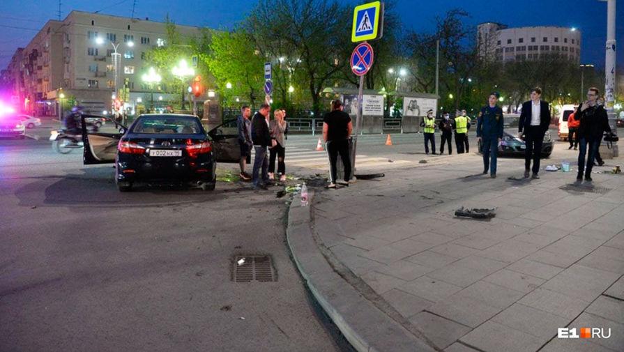 Последствия аварии на пересечении проспекта Ленина и улицы Мамина-Сибиряка в Екатеринбурге, 11 мая 2021 года