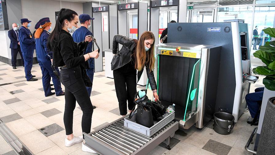 Проверка багажа в вокзальном комплексе Восточный в Москве