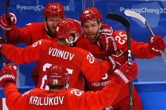 Российские игроки радуются заброшенной шайбе в четвертьфинальном матче Россия- Норвегия по хоккею среди мужчин на XXIII зимних Олимпийских играх.