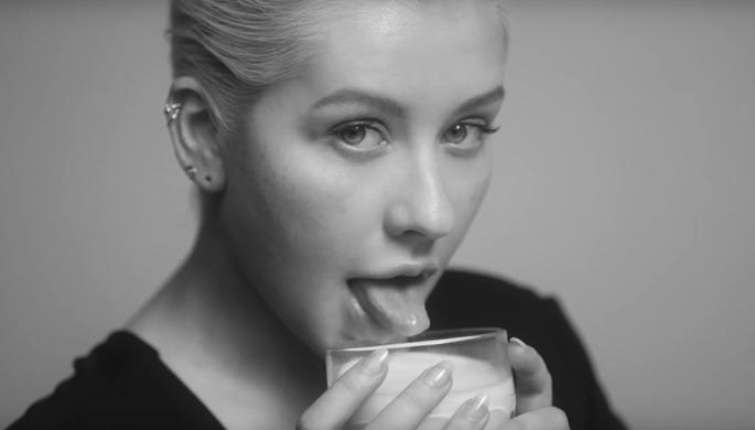 Кадр из клипа Кристина Агилеры «Accelerate»